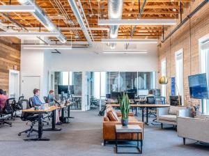7 Tips για να Κάνετε το Γραφείο σας πιο Οικολογικό